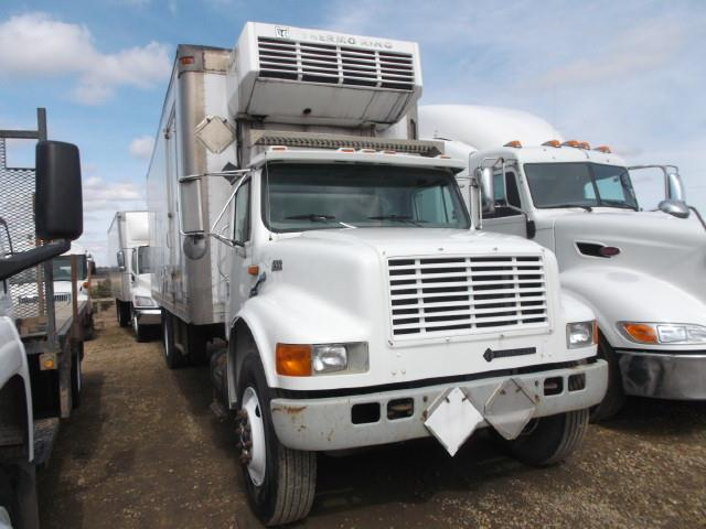 2000 INTERNATIONAL 4700 VAN BODY REEFER TRUCK
