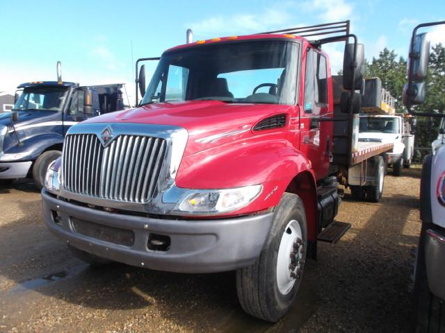 2002 INTERNATIONAL 4300 S/A DECK TRUCK