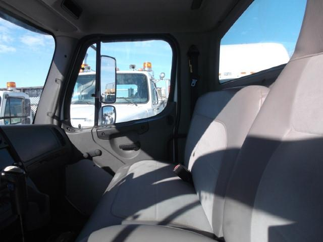 Image #4 (2004 FREIGHTLINER M2 CAB & CHASSIS)