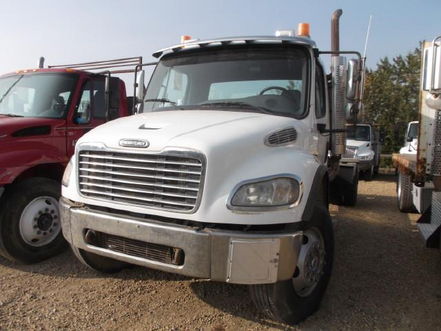 2004 FREIGHTLINER M2 CAB & CHASSIS