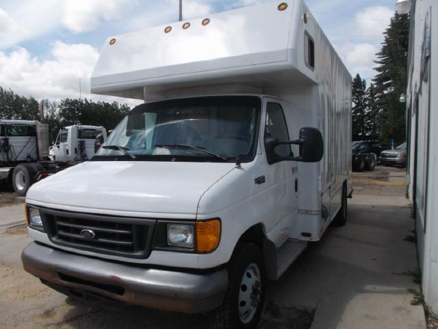 2004 FORD E450 SD VAN BODY