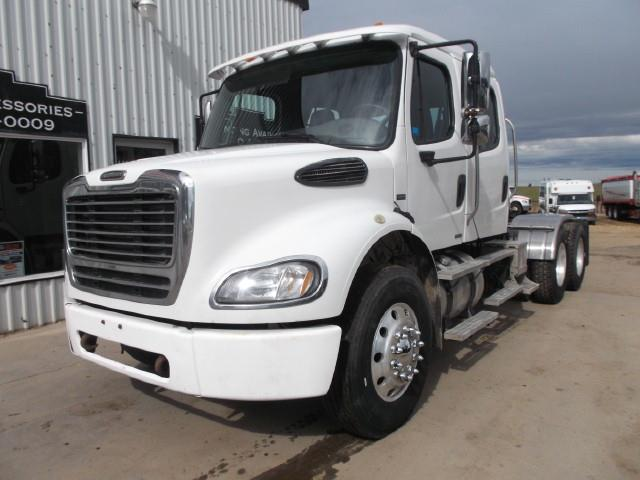 2005 FREIGHTLINER M2 CREW CAB T/A 5TH WHEEL TRUCK