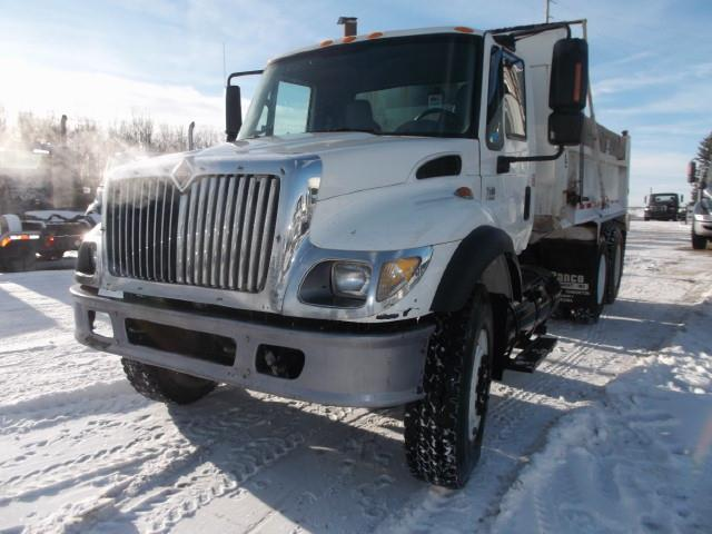 2005 INTERNATIONAL 7500 PRE-EMISSION TANDEM AUTO GRAVEL TRUCK