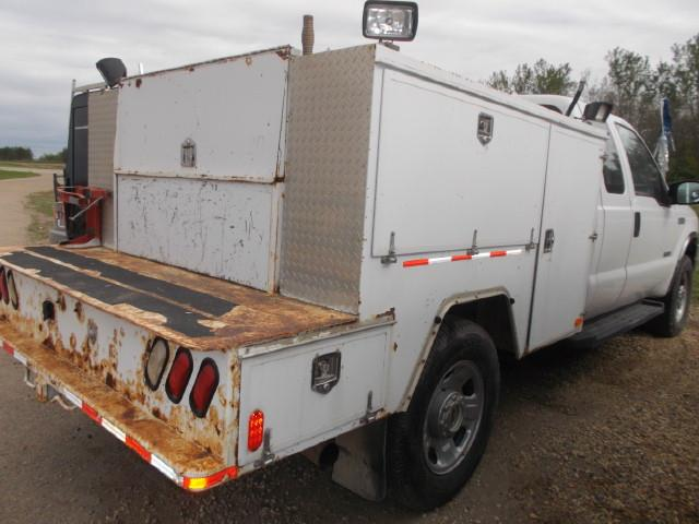 Image #2 (2006 FORD F350 XLT SUPER DUTY 4X4 EX/CAB SERVICE TRUCK)