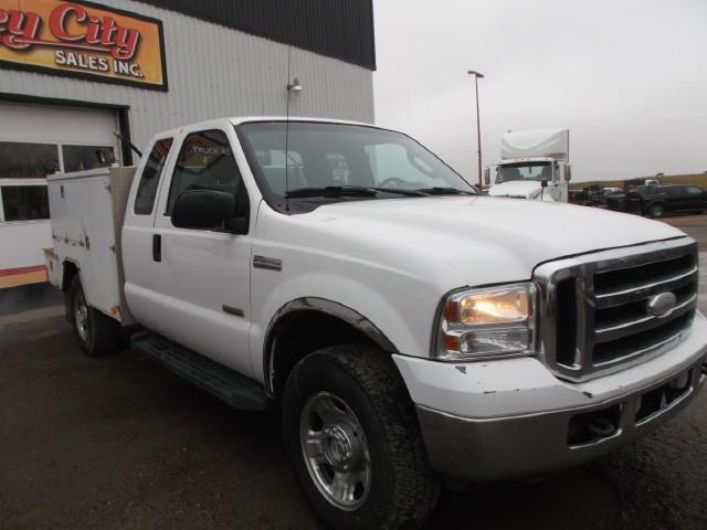 Image #1 (2006 FORD F350 XLT SUPER DUTY 4X4 EX/CAB SERVICE TRUCK)