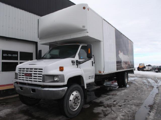 2006 GMC C5500 4X4 VAN BODY TRUCK