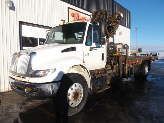2007 INTERNATIONAL 4400 PICKER TRUCK