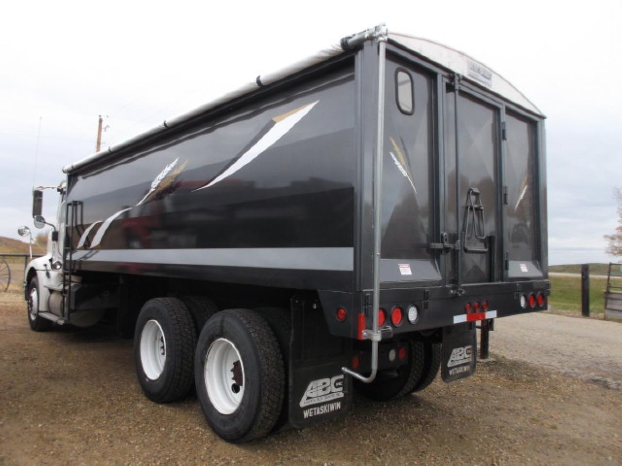 2007 International 9200 T  A Grain Truck