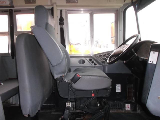 Image #4 (2008 INTERNATIONAL 3000 SHUTTLE BUS)