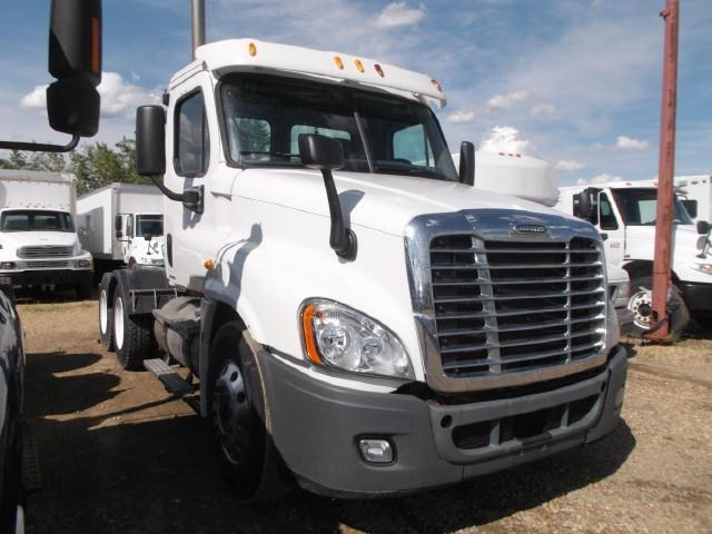 Image #1 (2011 FREIGHTLINER CASCADIA TANDEM AXLE 5TH WHEEL)