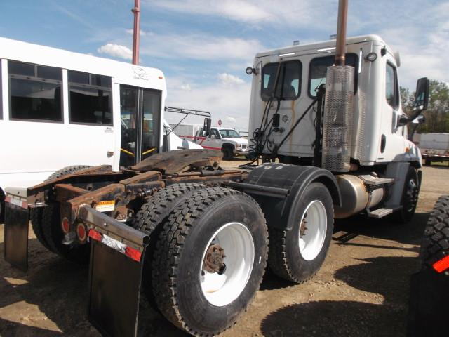 Image #2 (2011 FREIGHTLINER CASCADIA TANDEM AXLE 5TH WHEEL)