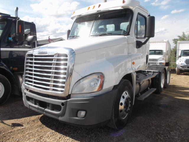2011 FREIGHTLINER CASCADIA TANDEM AXLE 5TH WHEEL