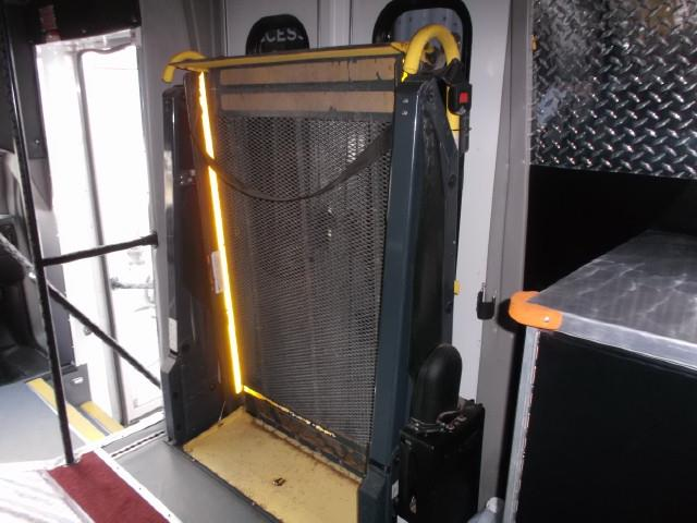 Image #10 (2011 CHEV EXPRESS 4500 TOUR BUS WHEELCHAIR VAN)