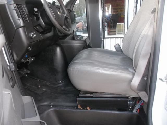 Image #7 (2011 CHEV EXPRESS 4500 TOUR BUS WHEELCHAIR VAN)