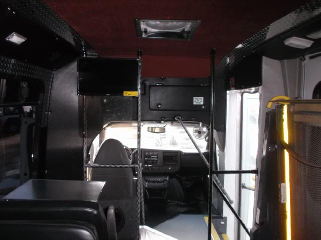 Image #11 (2011 CHEV EXPRESS 4500 TOUR BUS WHEELCHAIR VAN)