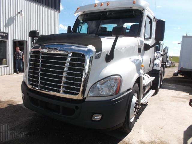 Image #1 (2012 FREIGHTLINER CASCADIA T/A 5TH WHEEL TRUCK)
