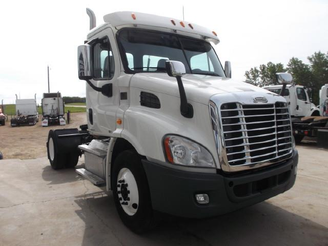 Image #1 (2012 FREIGHTLINER CASCADIA S/A 5TH WHEEL TRUCK)