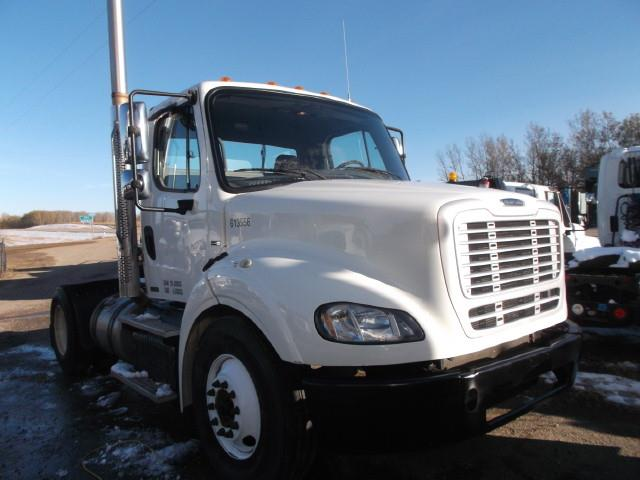 2012 FREIGHTLINER M2 S/A 5TH WHEEL