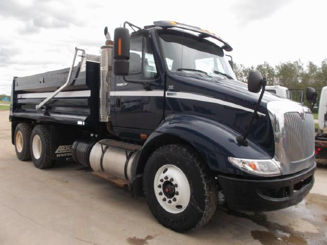 2013 INTERNATIONAL 8600 TANDEM AXLE GRAVEL TRUCK